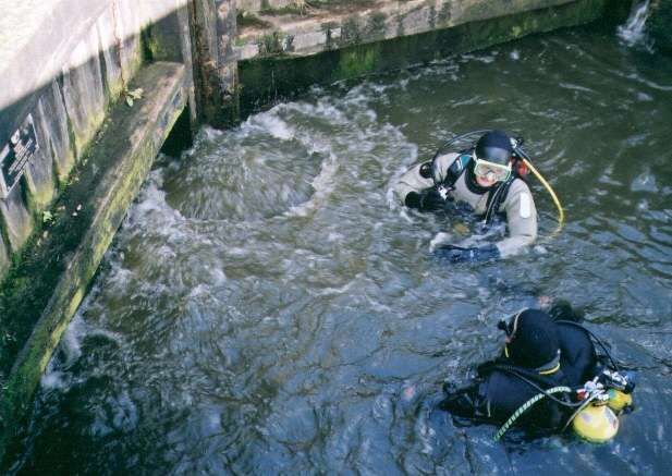 Divers in the lock